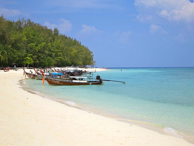 Белоснежный пляж бамбукового острова