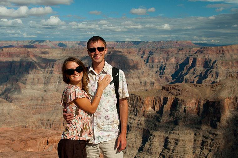 Мария и Алексей Глазуновы на фоне Гранд-Каньона в Америке