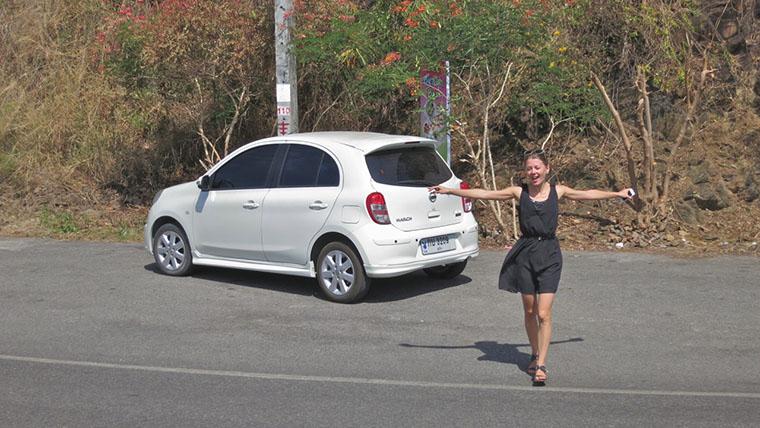 Настя на фоне машины