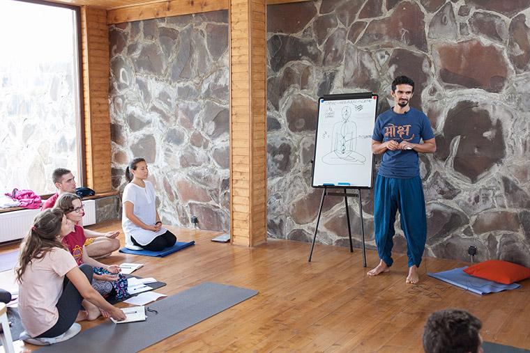 Лекция на йога ретрите #Sunsurfers в Грузии