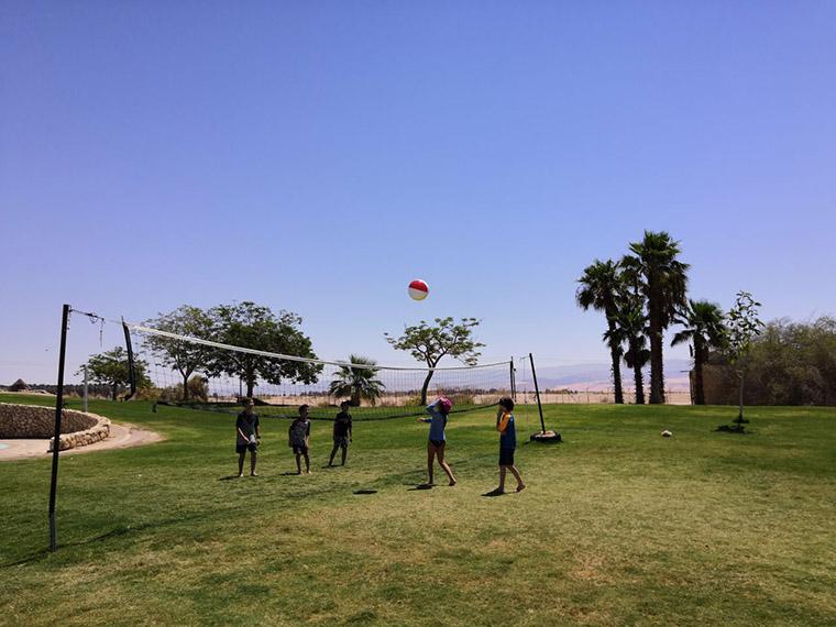 Дети в израильском киббутце